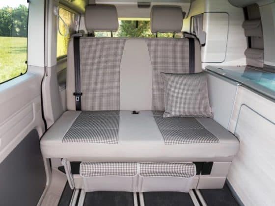 """Second Skin Schonbezug VW T6 California Coast Drehsitz in 2. Sitzreihe, Second Skin VW T6 California Coast für die 2er-Bank, Design: """"Visitamo/Moonrock"""", Art.Nr.: 100705745, 100705744"""