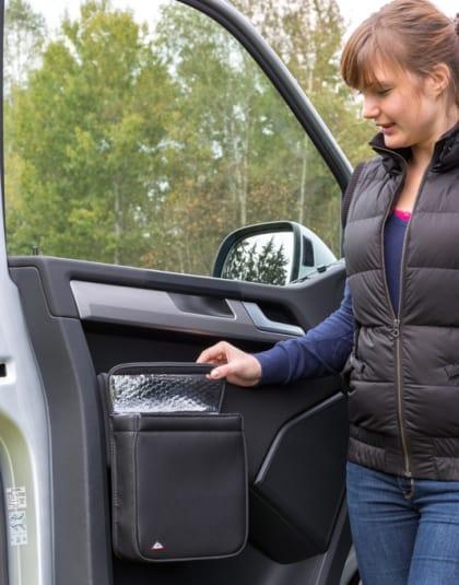 """MULTIBOX für die linke Fahrerhaustür im VW T6 Abfallbehälter und/oder Isoliertasche im Design """"Leder Titanschwarz"""", MULTIBOX VW T6 für die rechte Fahrerhaustür, Isoliertasche und/oder Abfallbehälter, Design """"Leder Titanschwarz"""" Art.Nr.: 100706793, 100706794"""