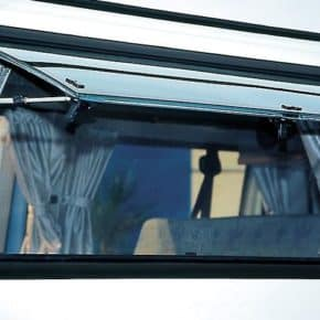 FLYOUT Moskitonetz für das Fenster in / gegenüber der Schiebetür im VW T4 California. Unser Shop bietet eine große Auswahl an Fahrzeugzubehör