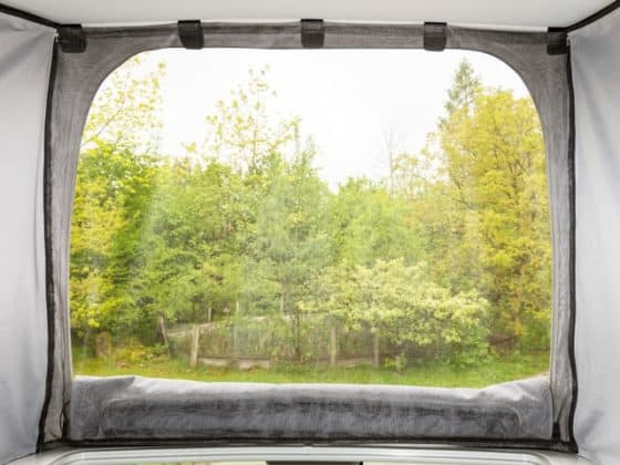 FLYOUT mosquito net for Iso Top MK VI for VW T6 California with electrohydraulic pop-up roof