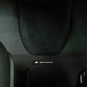 Brandrup Veloursteppich für VW T6 Caravelle Fahrerhaus mit Trittschutz und VW T6 Transporter