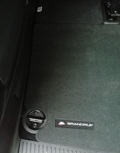 Veloursteppich für den Heckladeraum im VW T6 Caravelle KR