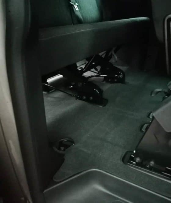 Brandrup Veloursteppich für VW T6 Caravelle Fahrgastraum mit Schiebetür rechts, 2-teilig