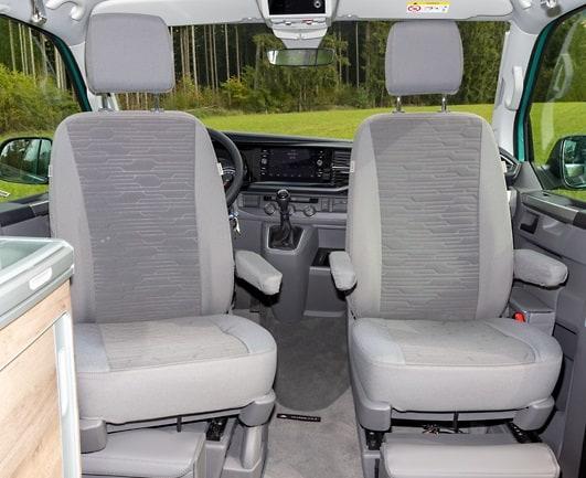 """Second Skin Schonbezüge für die Fahrerhaussitze im VW T6.1 / T6 California Ocean und Coast im Design """"Circuit Palladium"""""""