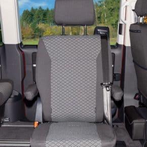 """Second Skin Schonbezug für einen Drehsitz (2. Sitzreihe) im VW T6.1/T6 VW T6.1/T6 Multivan & Beach im Design """"Quadratic"""""""