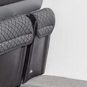 """UTILITY Tasche für den Bettkasten im VW T6.1 / T6 / T5 California Beach, vorne links, im Design """"Quadratic"""""""