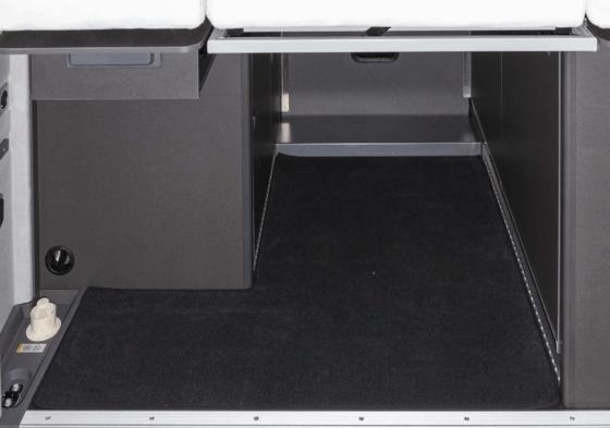 Veloursteppich für den Heckladeraum, passgenau für alle VW Grand California 600 und 680 im Design Titanschwarz