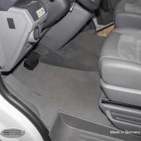 Brandrup Teppich - Velours für Fahrerhaus, passgenau für alle VW T6.1 mit Lenkrad auf der linken Seite, einteilig mit Radkastentrittschutz