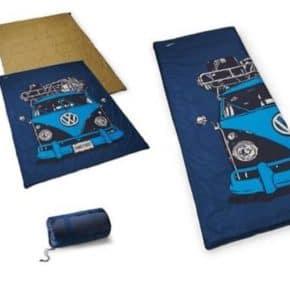 Originaler leicht verstaubarer VW Schlafsack mit T1 - Bullidruck - VW Zubehör im Wiest Online Shop für Camper- und Vanequipment