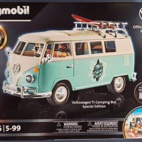Limitierte Edition des VW T1 Campingmobils - hellblaue Variante im Surfin USA Style