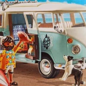 VW Playmobil - limitierte T1 Edition mit Spielfigur, Surfbrett, Football und Hund